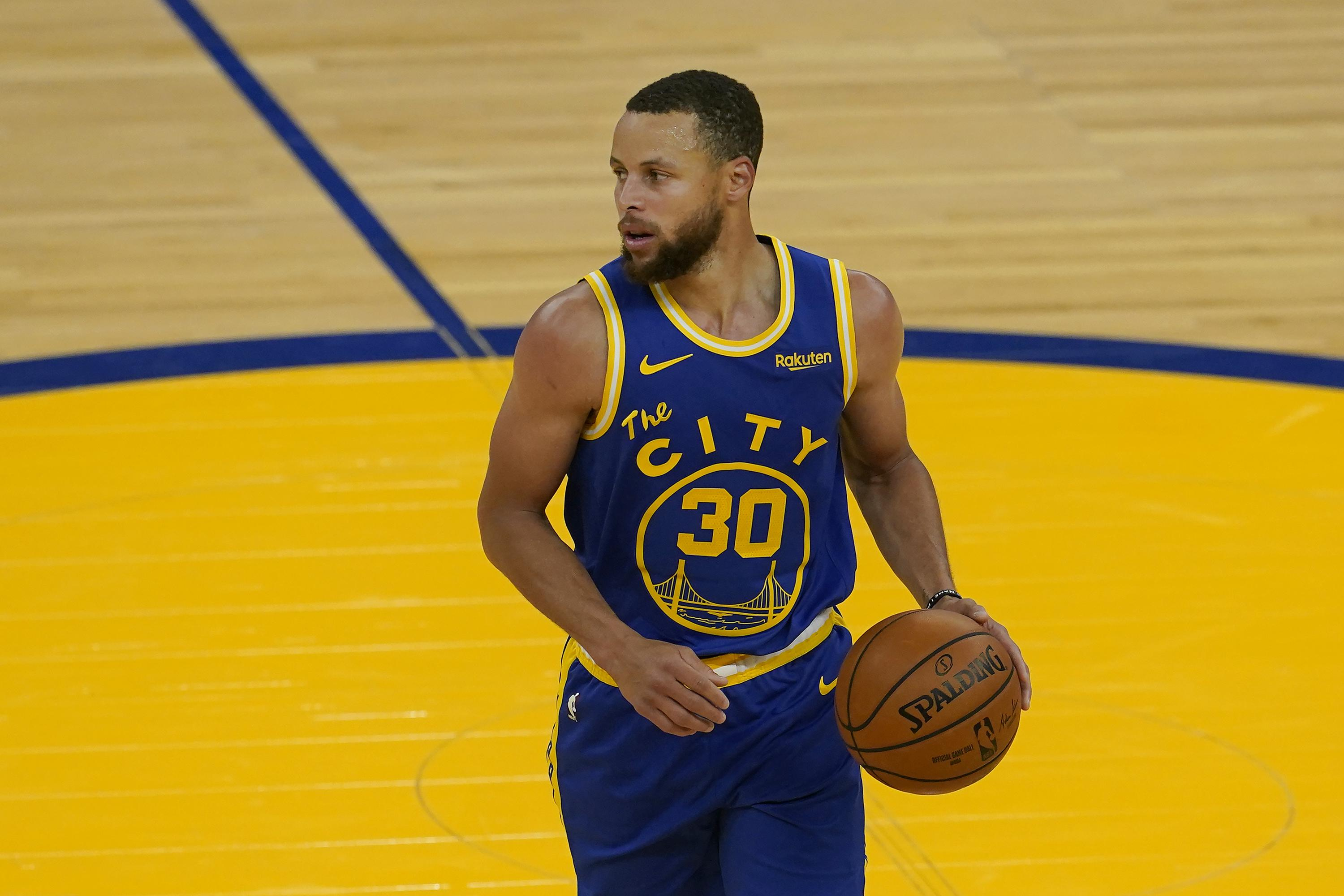 Stephen Curry's late 3 lifts Warriors past Jazz 119-116