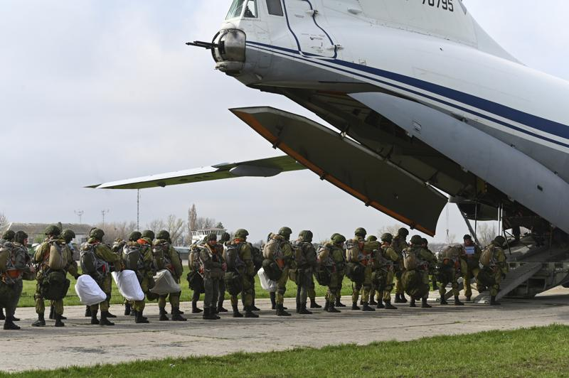 Russia orders troops back to their permanent bases, keeps weapons near Ukraine