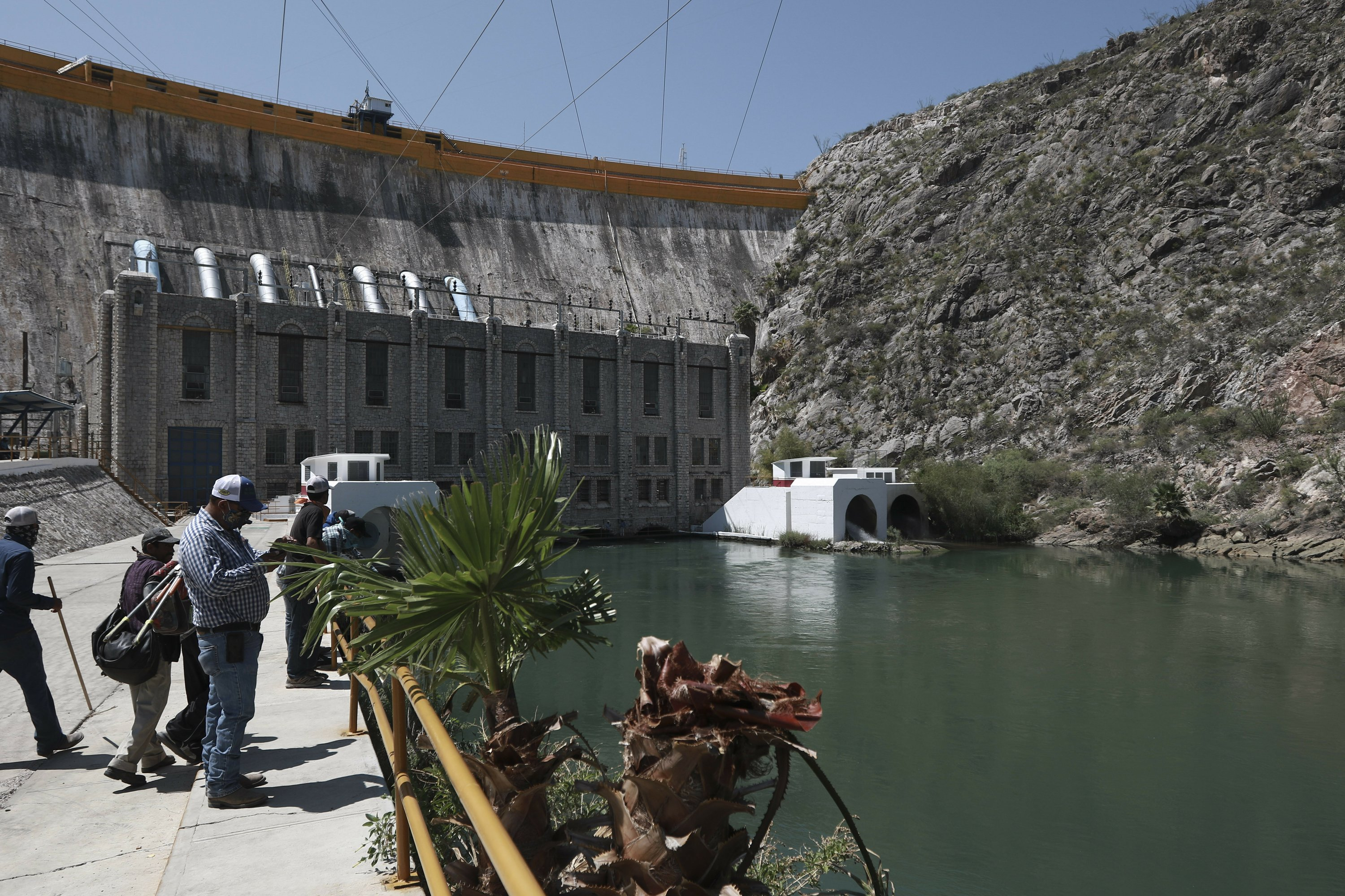 Mexican president vows to pay US water debt, thanks Trump