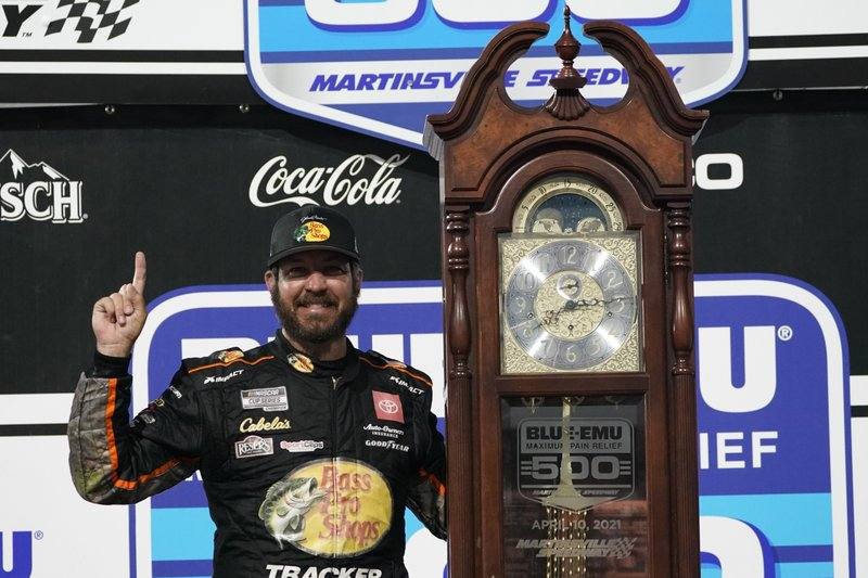 Martin Truex Jr. outlasts teammate Hamlin to win again at Martinsville Speedway