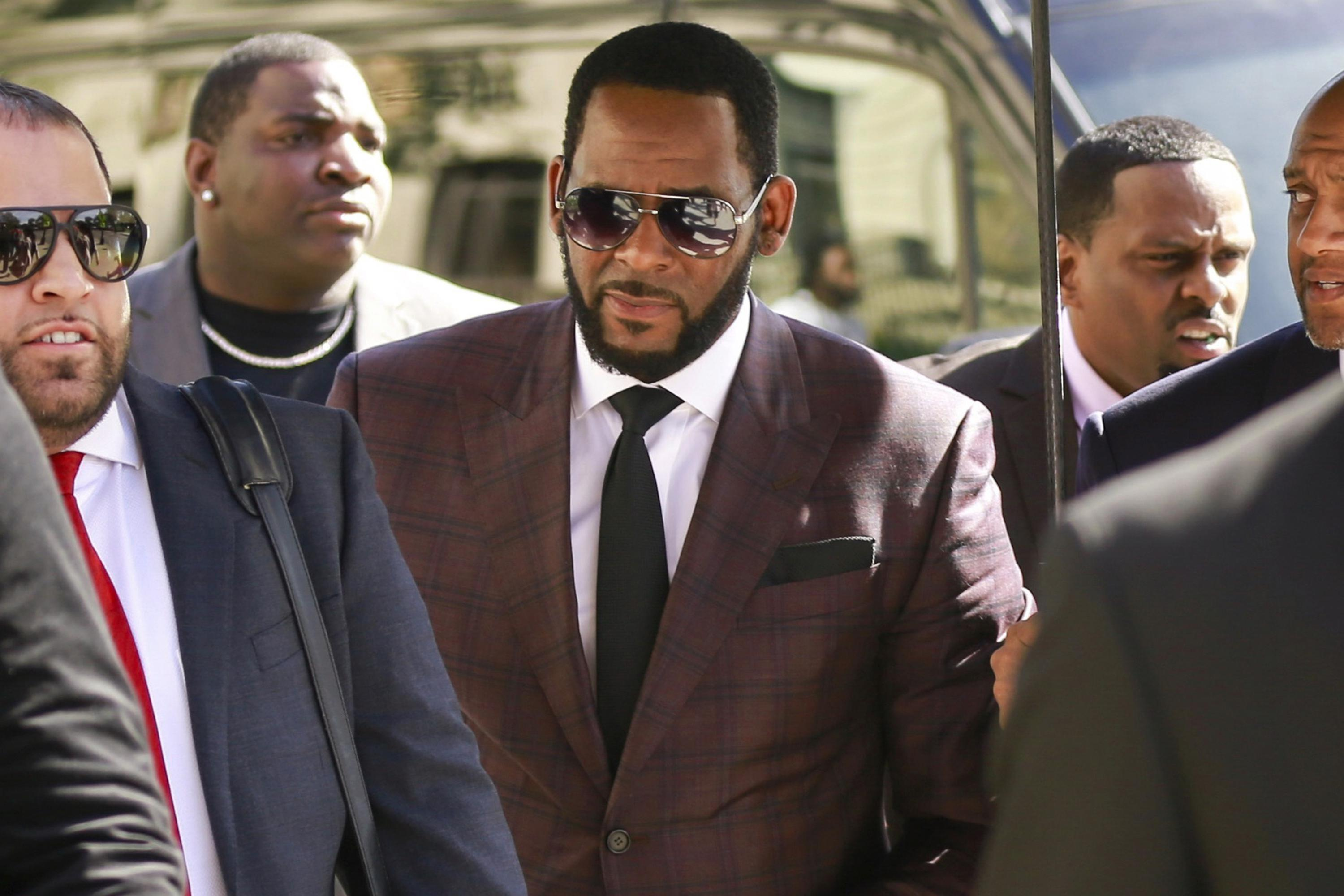 Prosecutors charge 3 with threatening women in R. Kelly case - The Associated Press