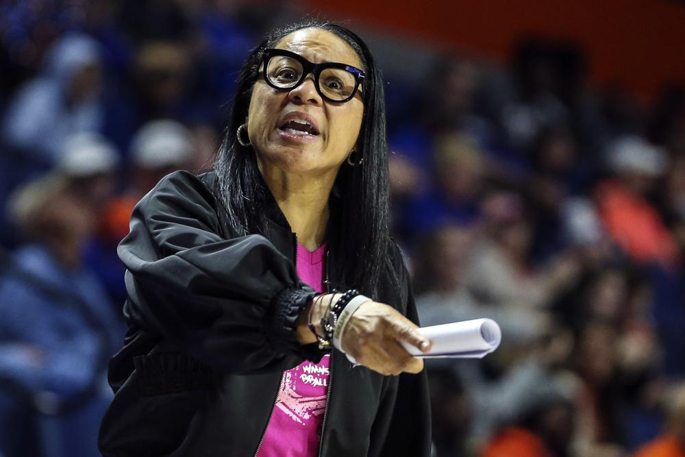 Dawn Staley Makes History as Highest-Paid Black Coach in Women's Basketball After Signing Seven-Year, .4 Million Contract With South Carolina