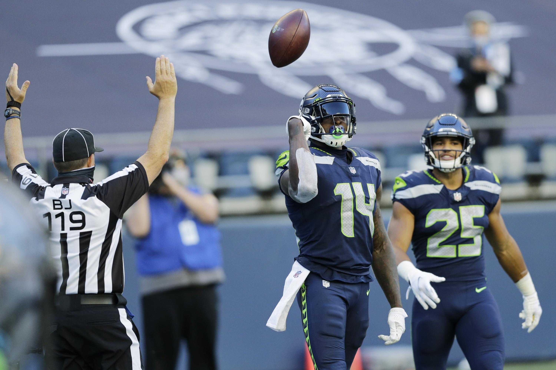 Wilson throws 5 more TD passes, Seahawks beat Cowboys 38-31