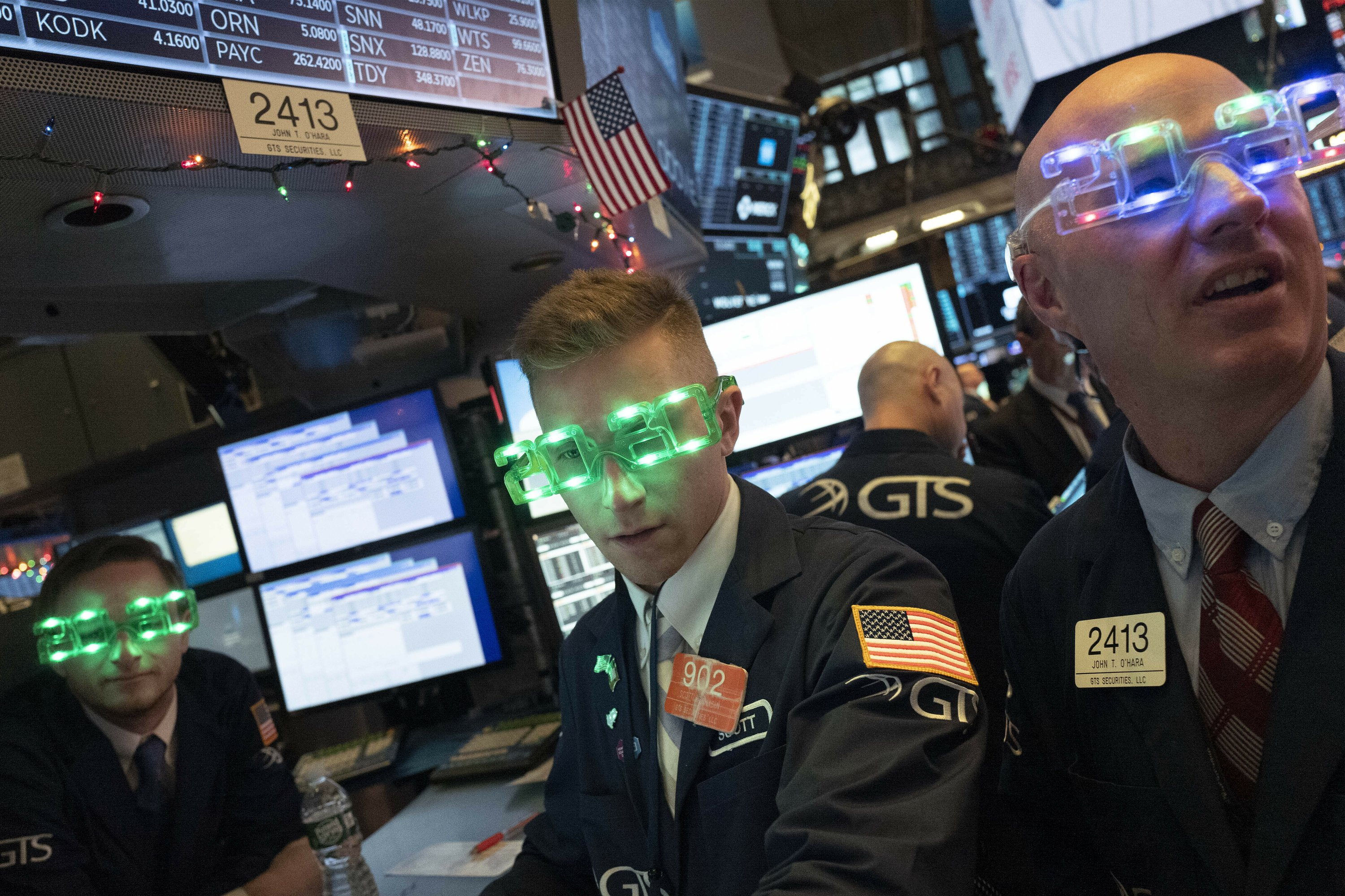 Stocks close out best year since 2013; S&P 500 soars 28.9% thumbnail