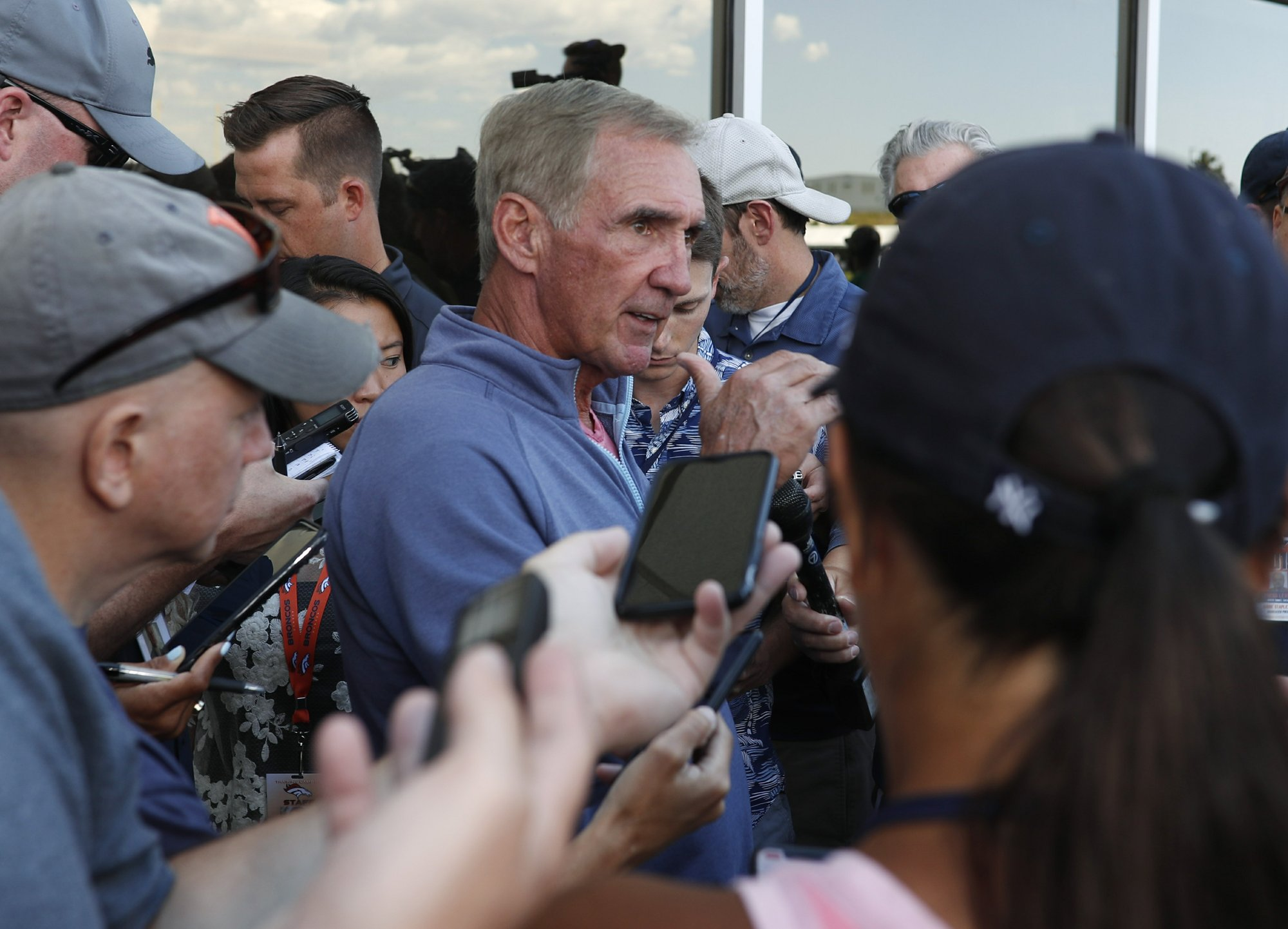 Mike Shanahan returns to Broncos camp after years away