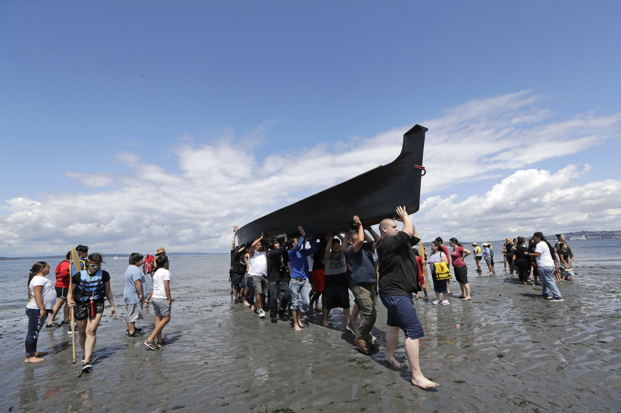 Tribal canoes arrive in Seattle for ceremony