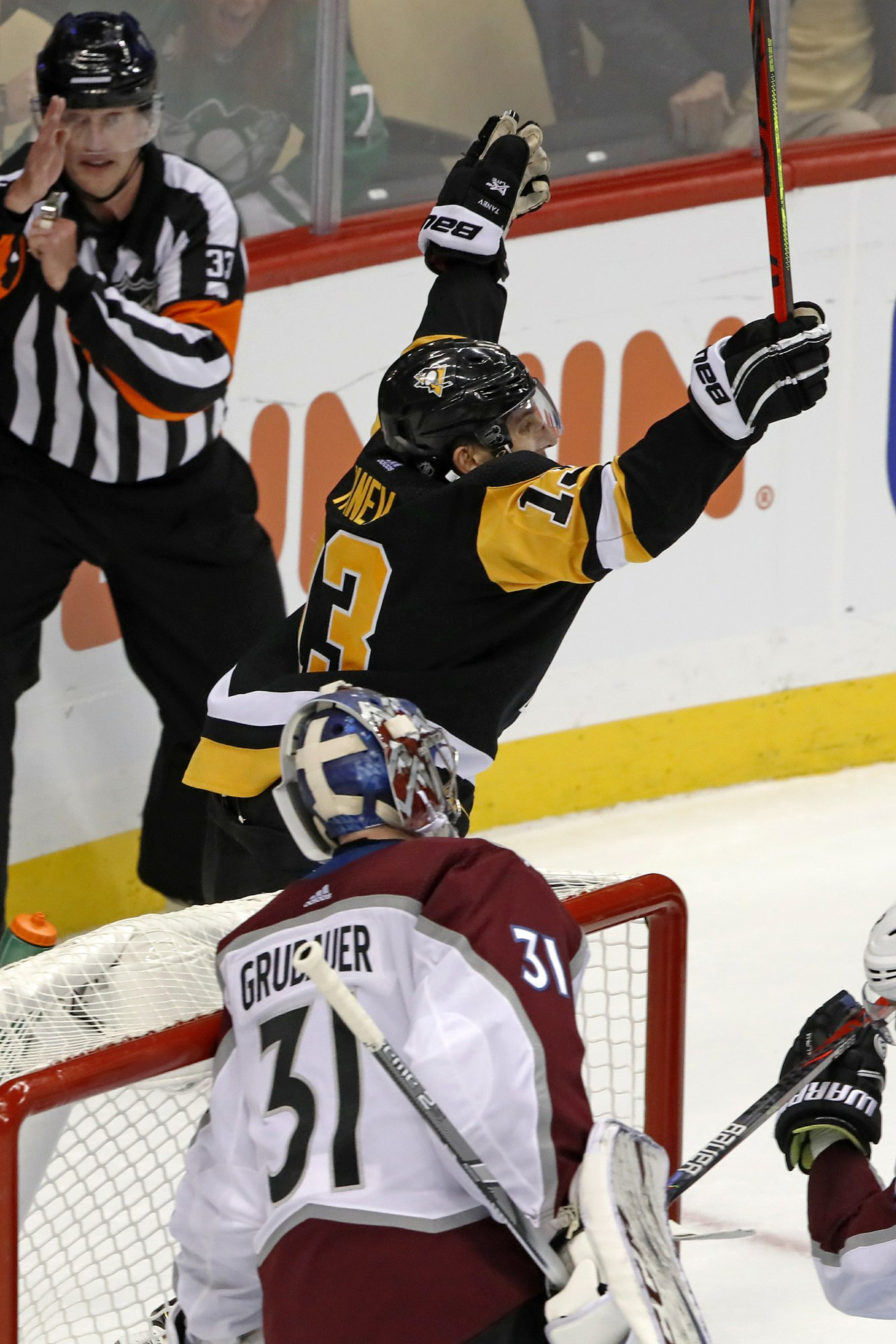 Tanev lifts Penguins over Avalanche 3-2