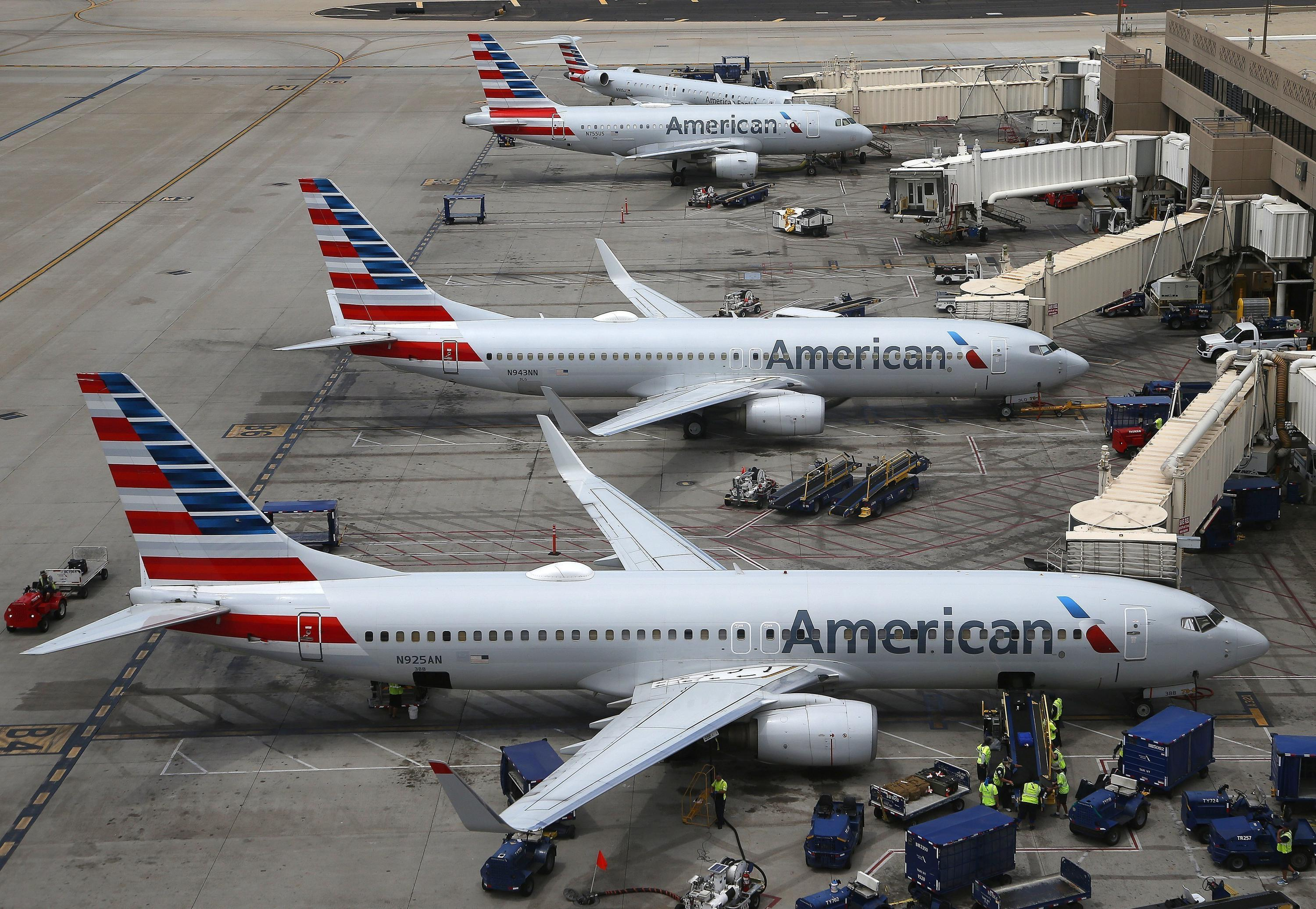 American Airlines posts $1.25 billion loss, delays new jets
