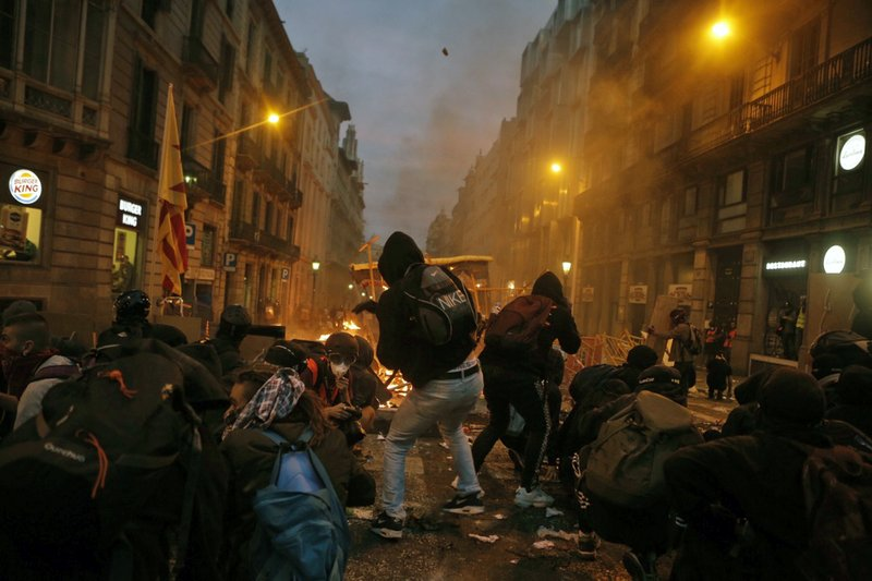 The Latest Protesters Battle Police In Chaos Hit Barcelona