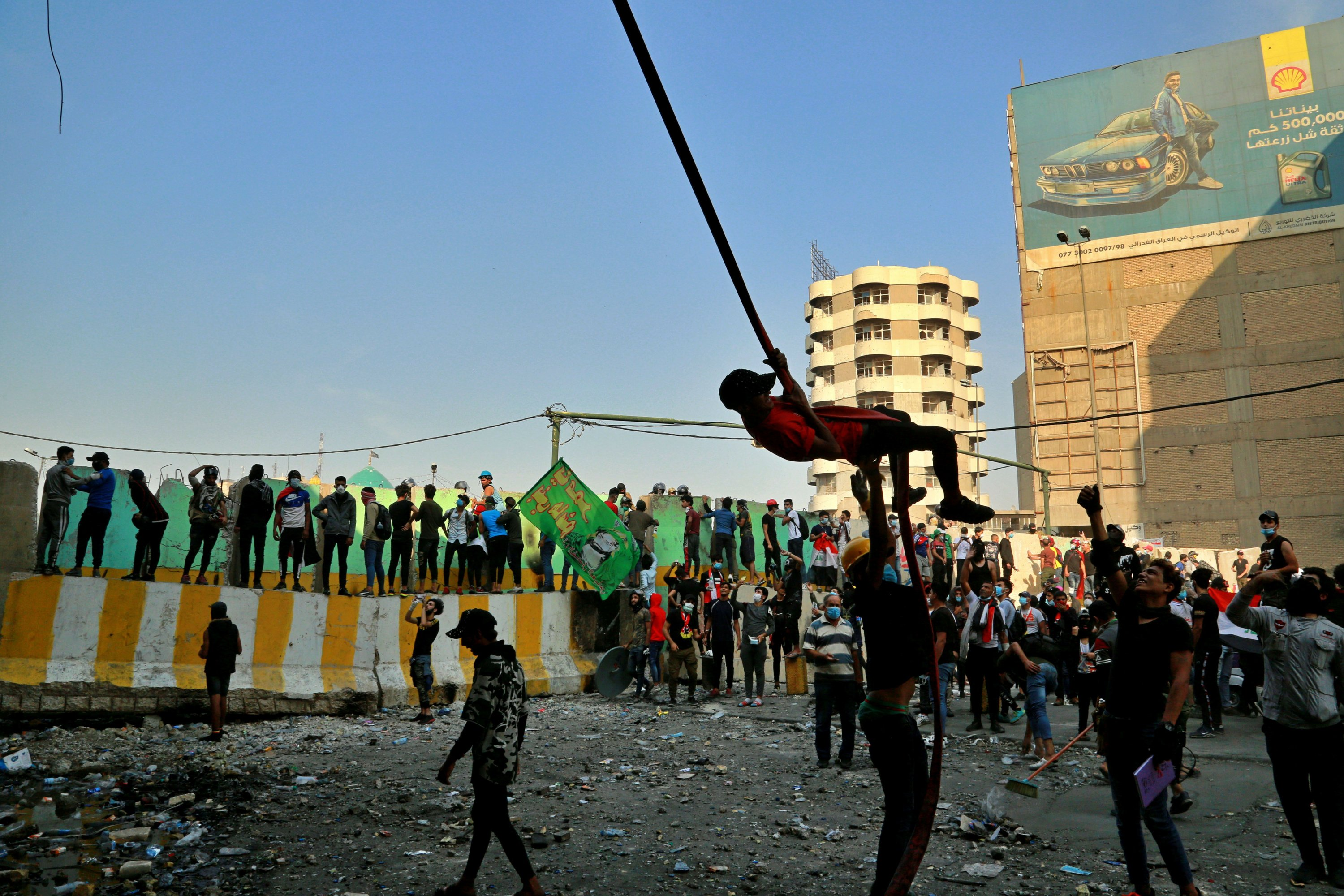 Iraqi protesters defiant in face of deadly crackdown