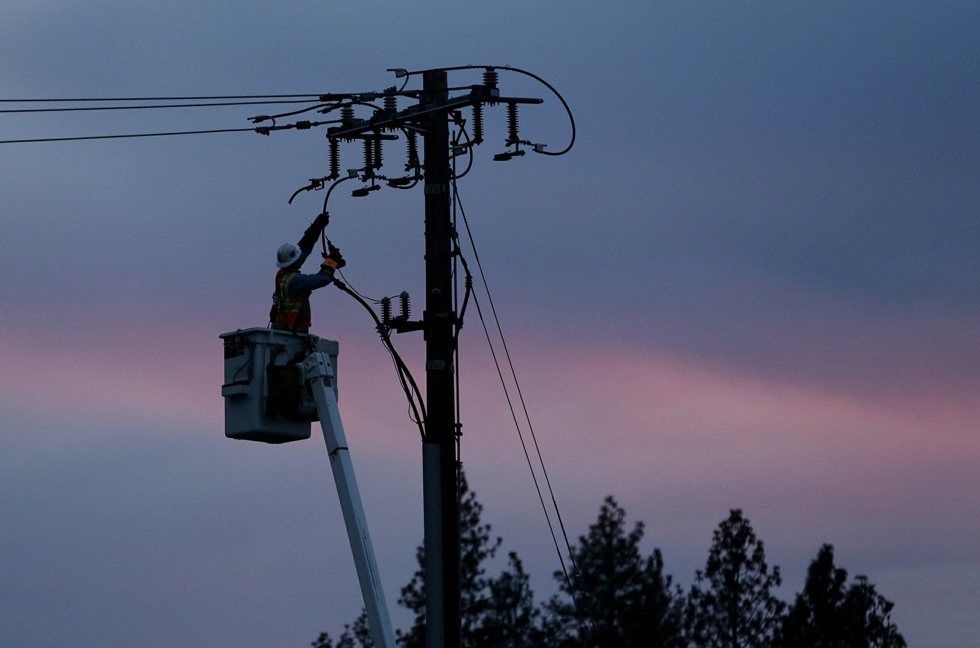 Bill to help California utility pay wildfire claims stalls