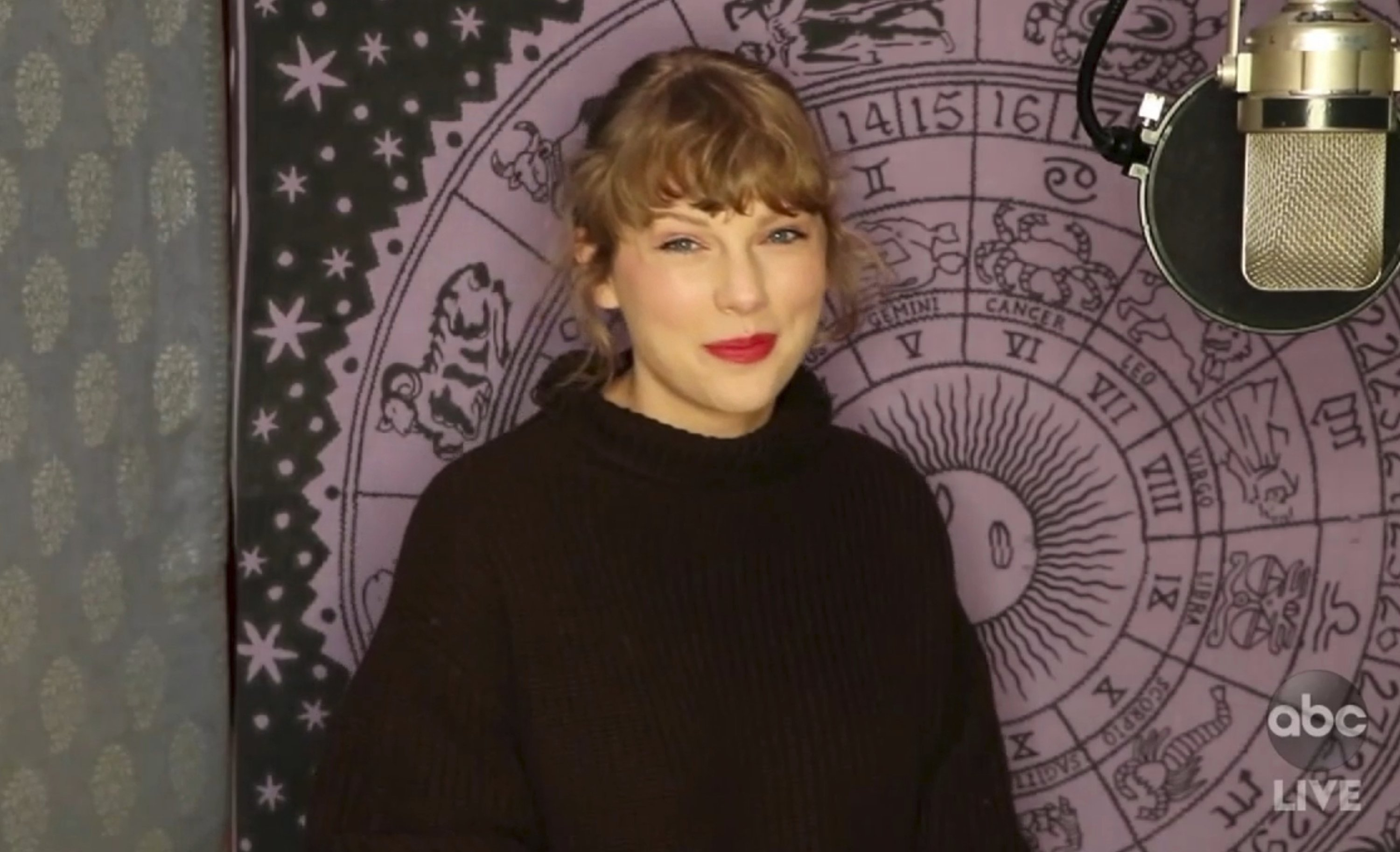 Swift wins top prize at AMAs, says she's re-recording music