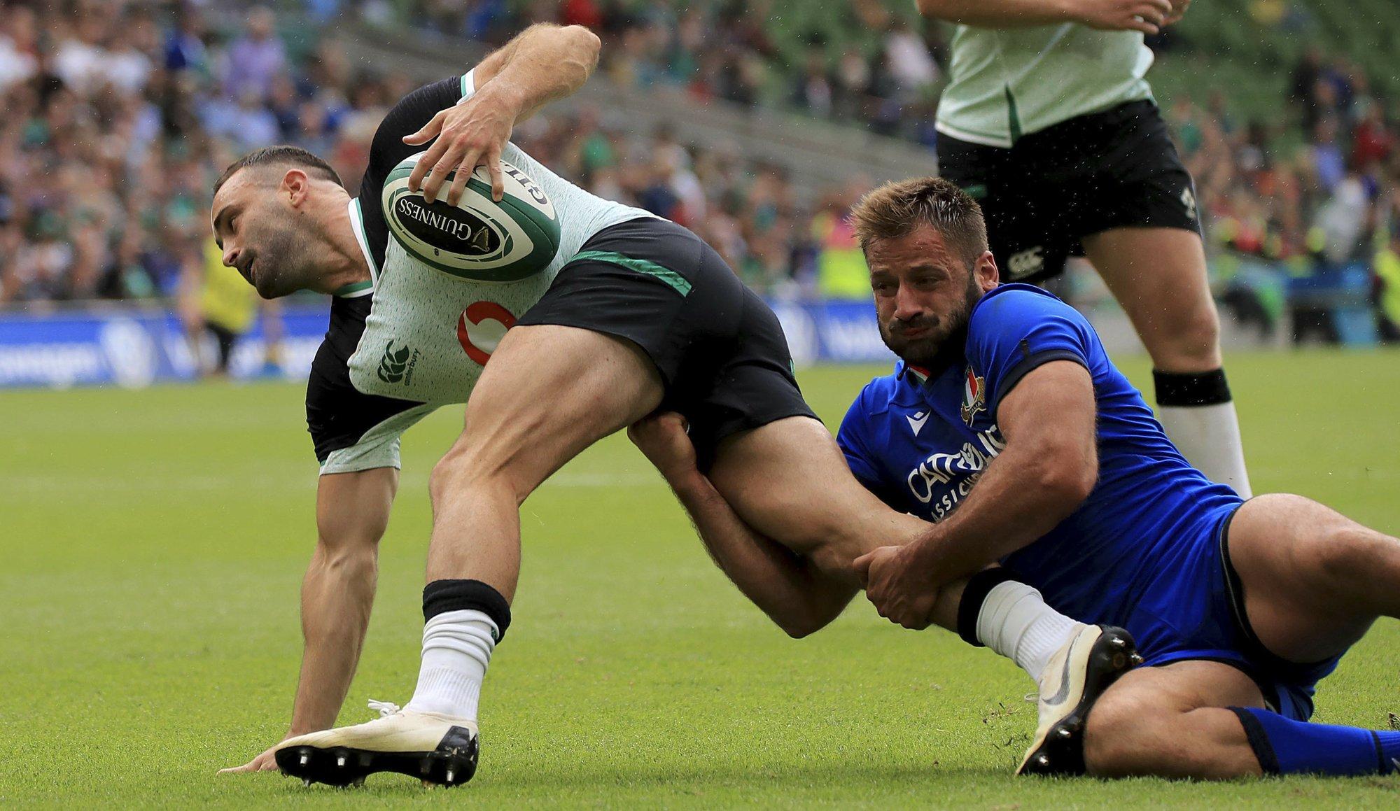 Carbery injury scare as Ireland beats Italy 29-10