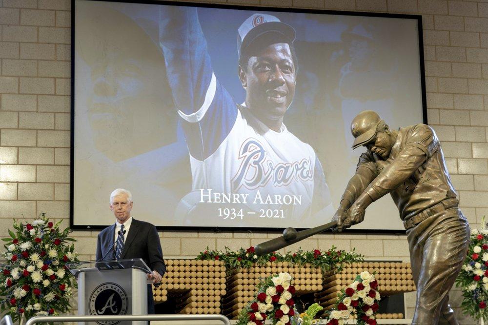 Baseball  greats to honor Hammerin' Hank Aaron