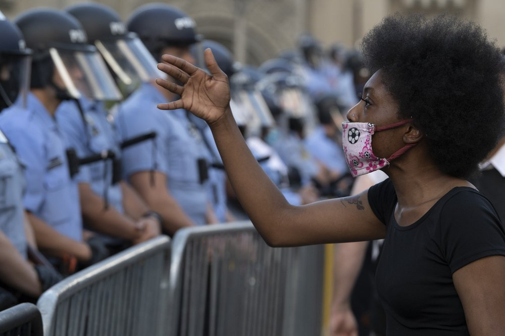 Protests in Philadelphia: destruction continue; tear gas used on crowds