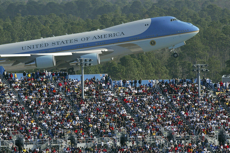 Trump looks to rev up his base at Daytona 500 thumbnail