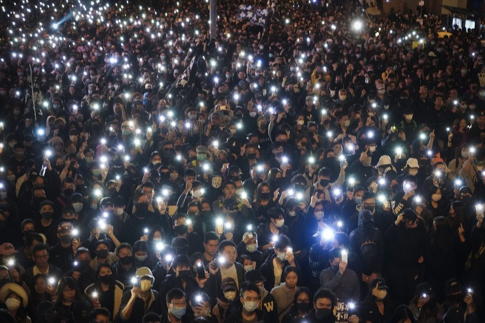 Фото - У Гонконзі санкціонована акція протесту зібрала, за словами організаторів, 800 тисяч учасників