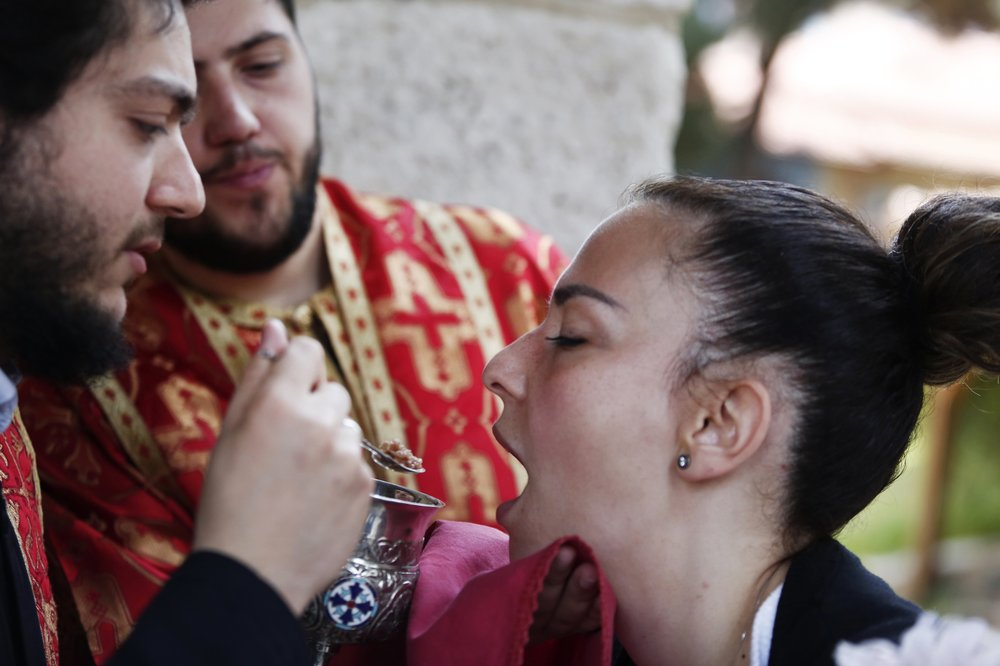 Greek Orthodox Church insists it is impossible for the coronavirus to be transmitted through Holy Communion continues this ritual without change