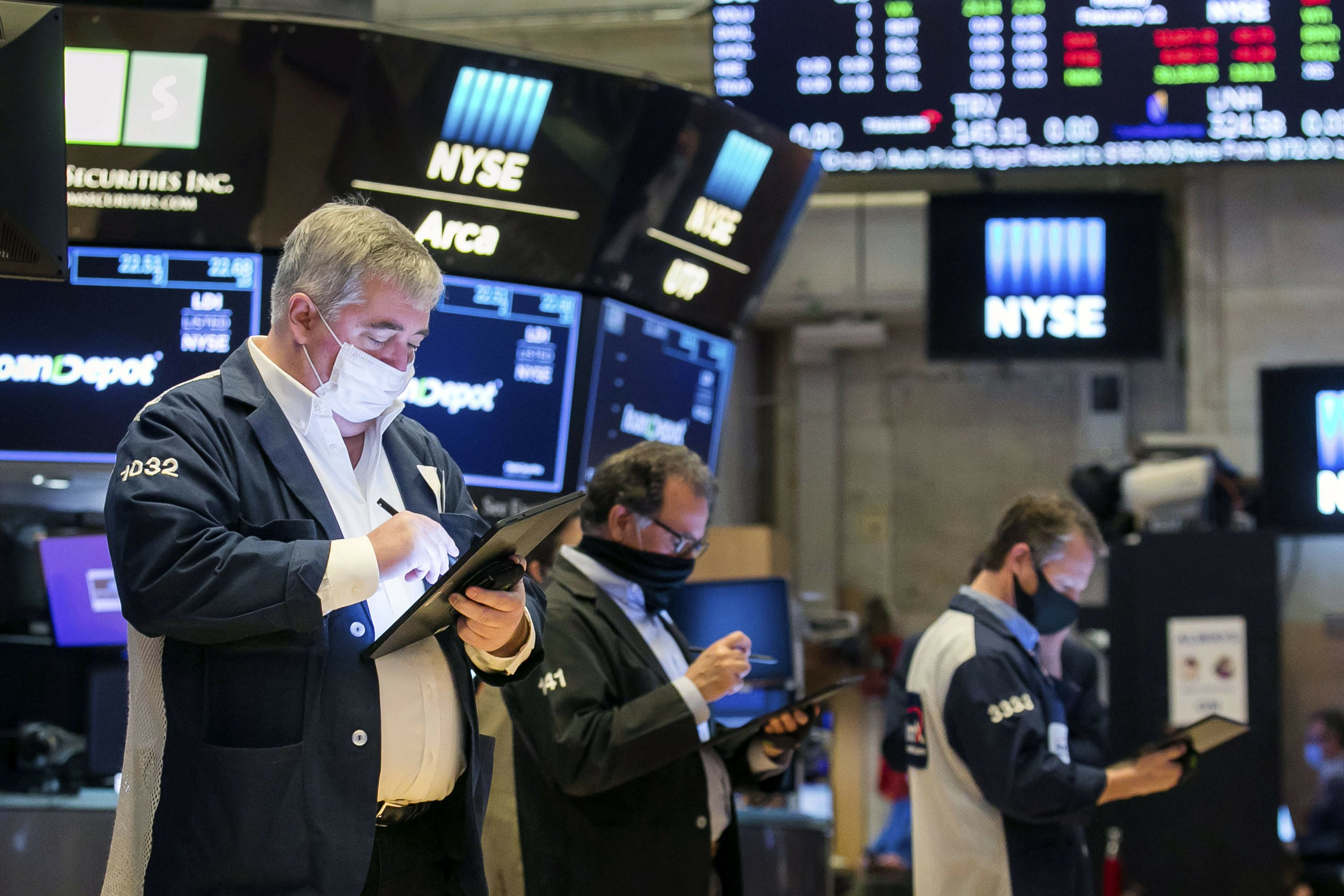 Weakness in Big Tech stocks leaves Wall Street mostly lower