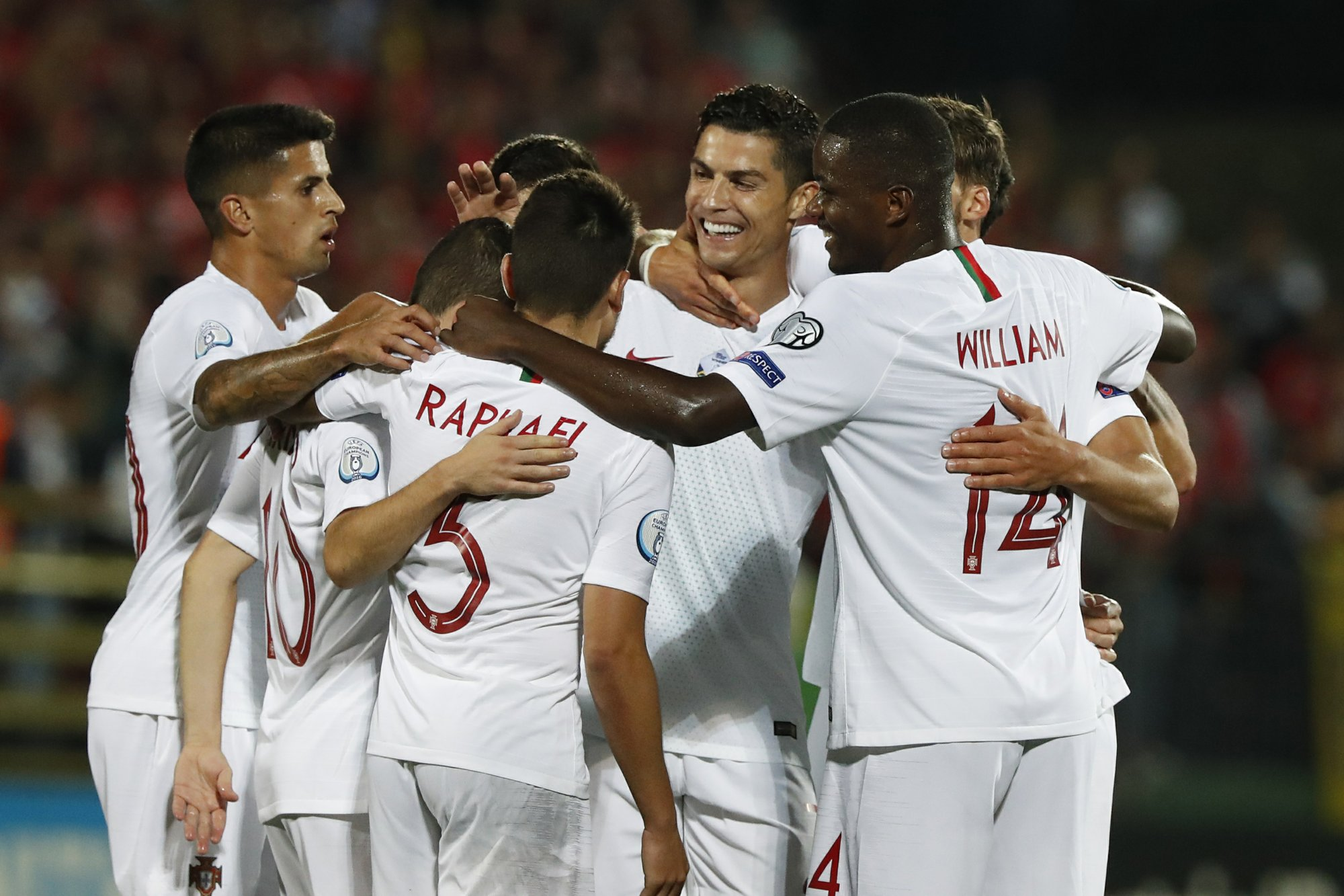 Portugal routs Lithuania 5-1 with 4 goals by Ronaldo