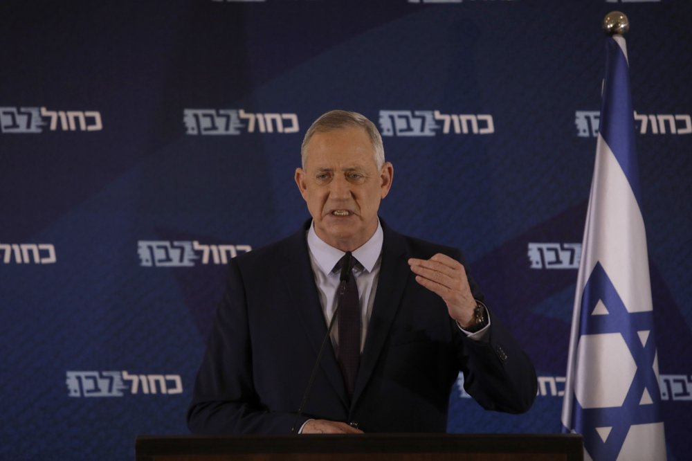 Benny Gantz announces that he will work with Benjamin Netanyahu to form a new government