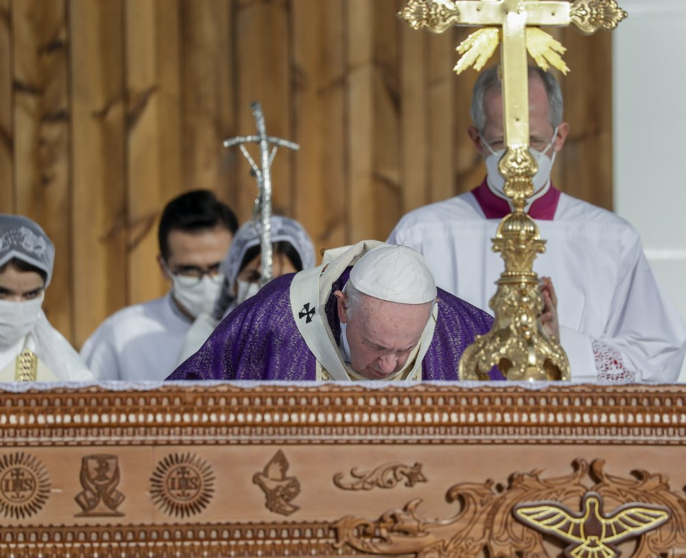 Pope Francis calls on Iraqi Christians to forgive injustices done against them by Muslim extremists