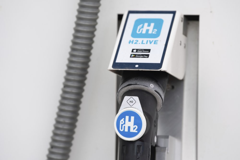 German government agrees on a long-term strategy for increasing production and use of the so-called green hydrogen as part of a plan to cut the country's greenhouse gas emissions
