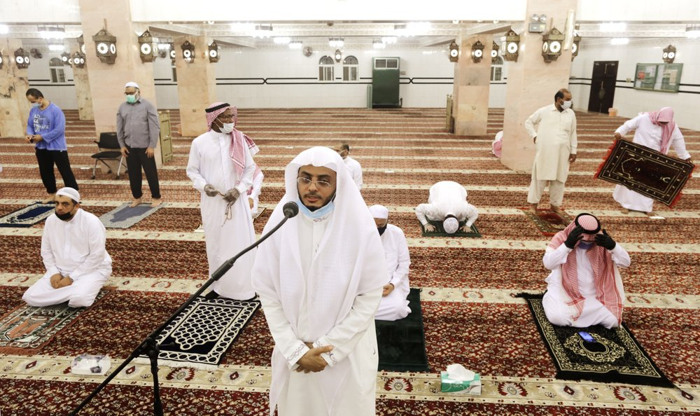 Thousands of mosques reopen in Saudi Arabia; Mecca remains closed