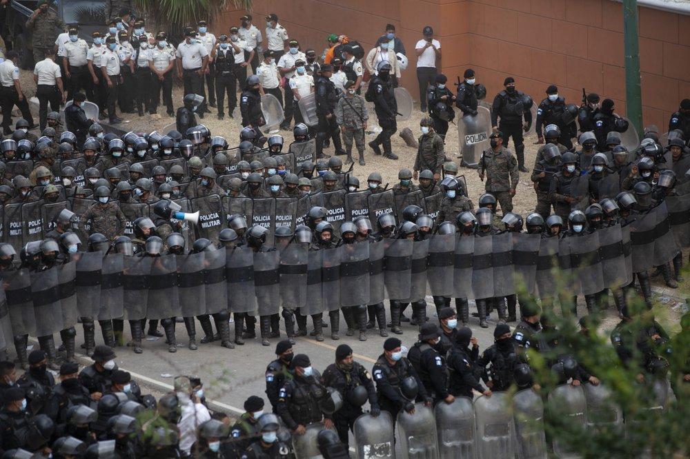 Guatemalan police and soldiers break up caravan of weary migrants