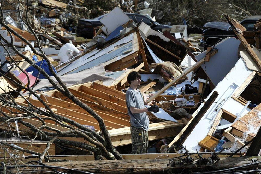 Nighttime tornado strikes Alabama leaving trail of destruction, 1 killed