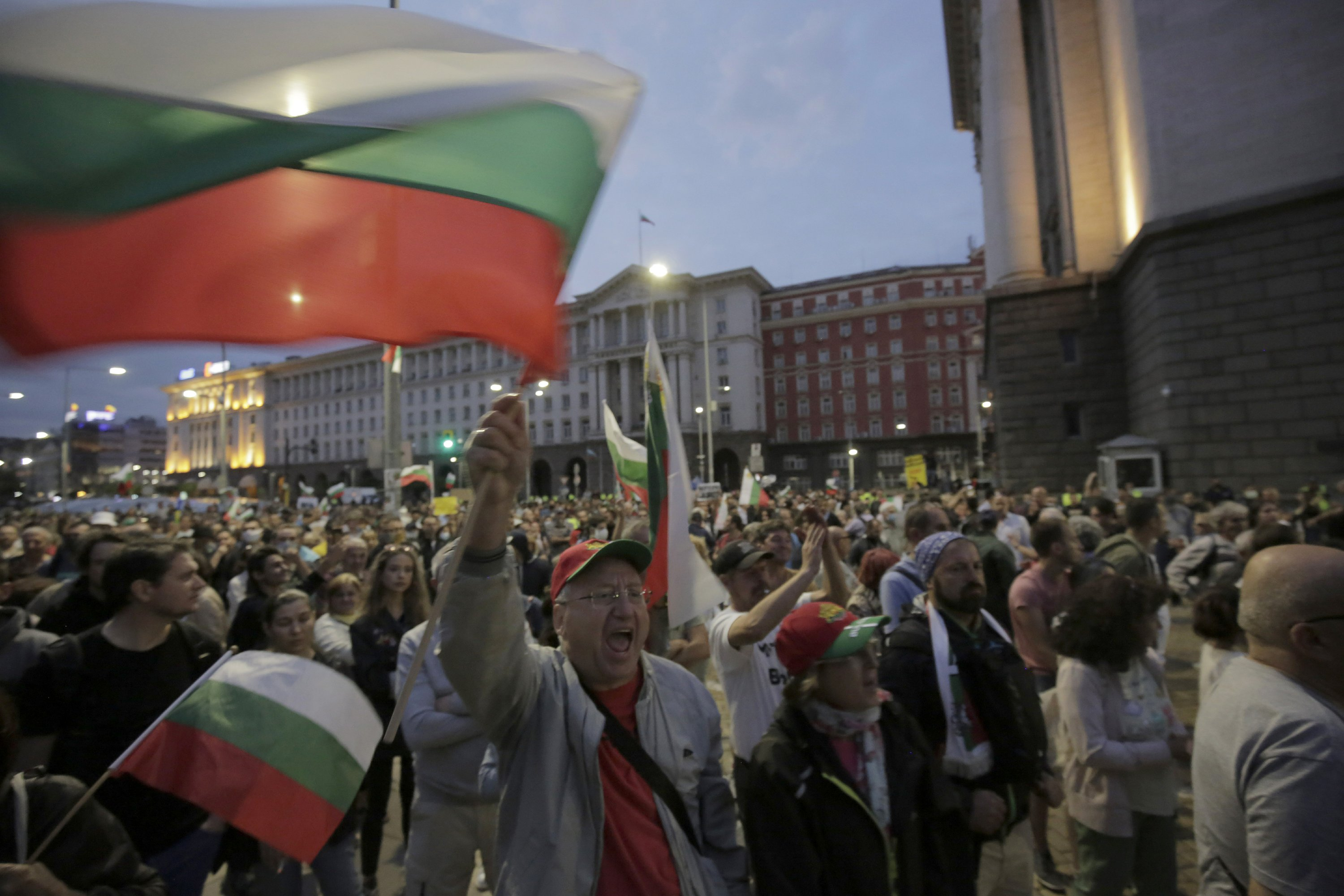 Bulgaria PM replaces justice minister amid protests