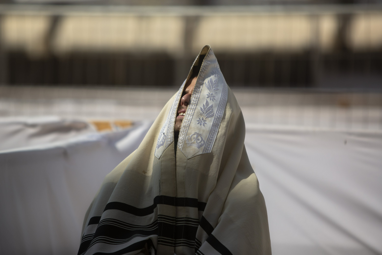 Under lockdown, Israel faces bitter start of Jewish New Year