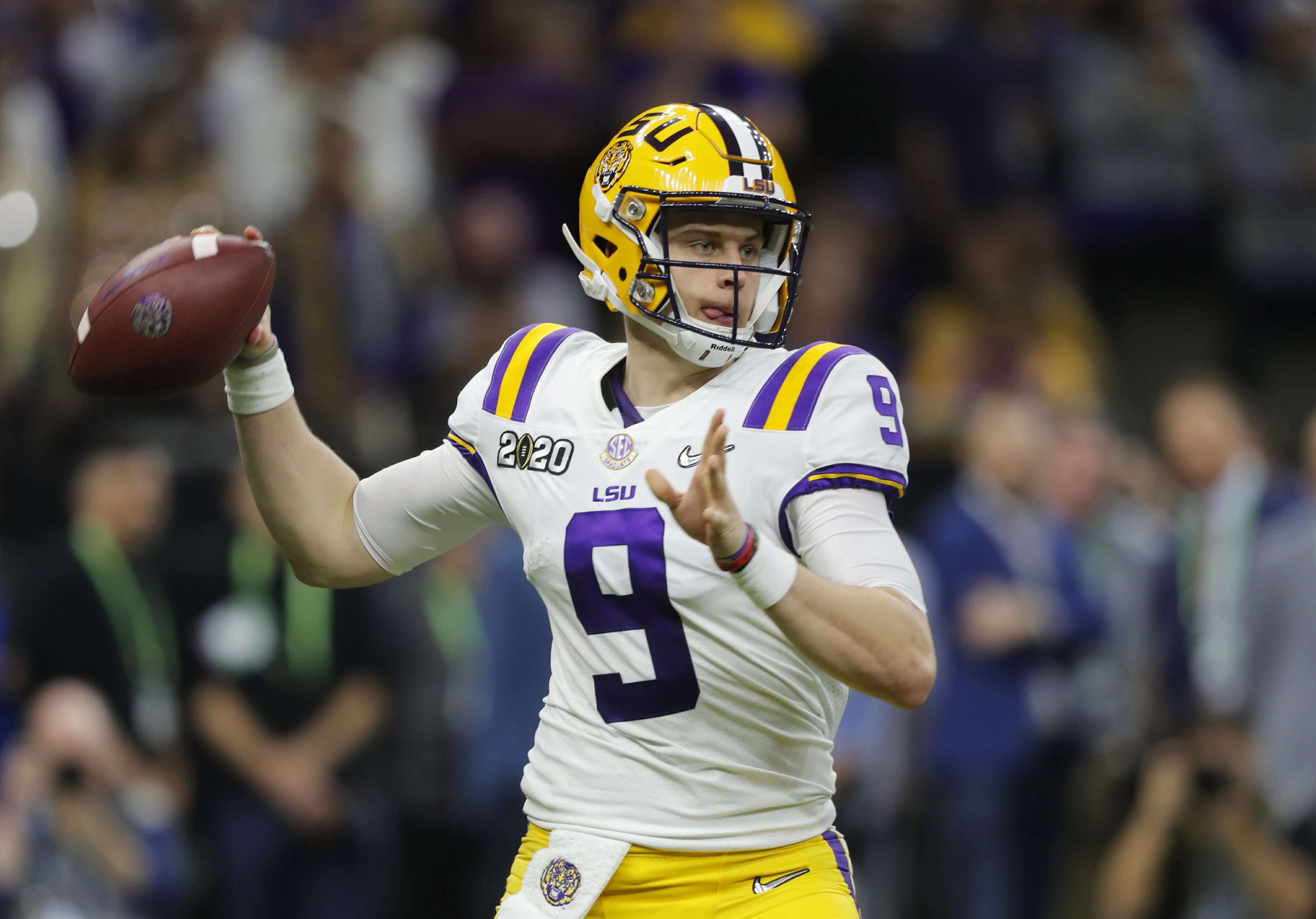 AP Top 25 Podcast: Looking for 2020′s Burrow or Baylor