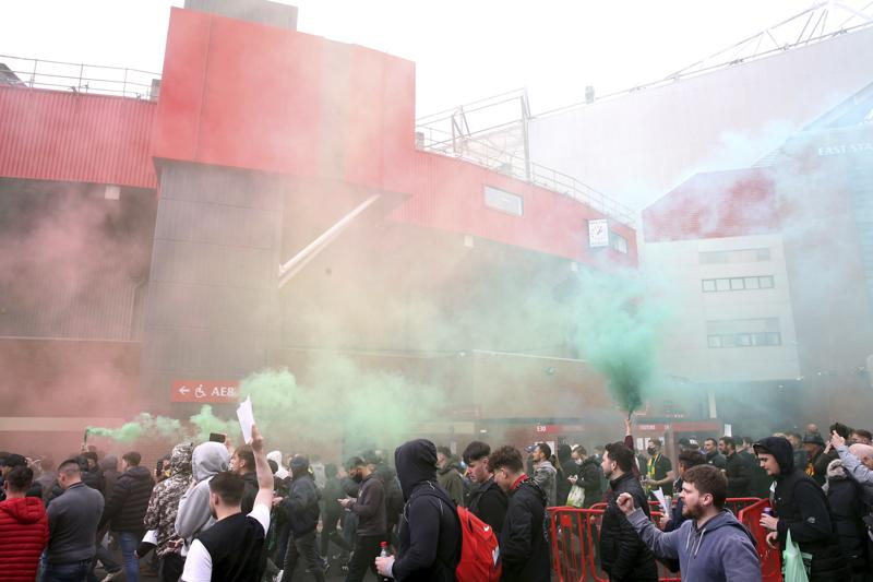 Manchester United fans storm into stadium to protest Glazer family ownership sells the club