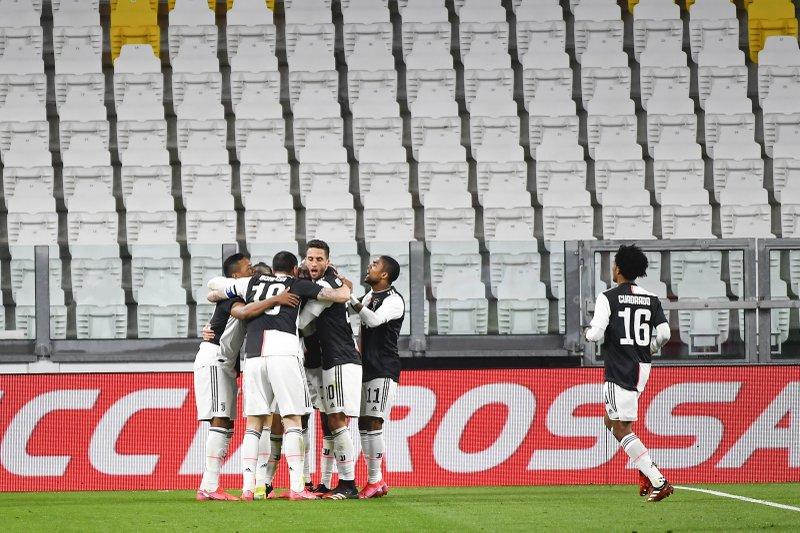 Juventus Beats Inter 2 0 In Crucial Match In Empty Stadium