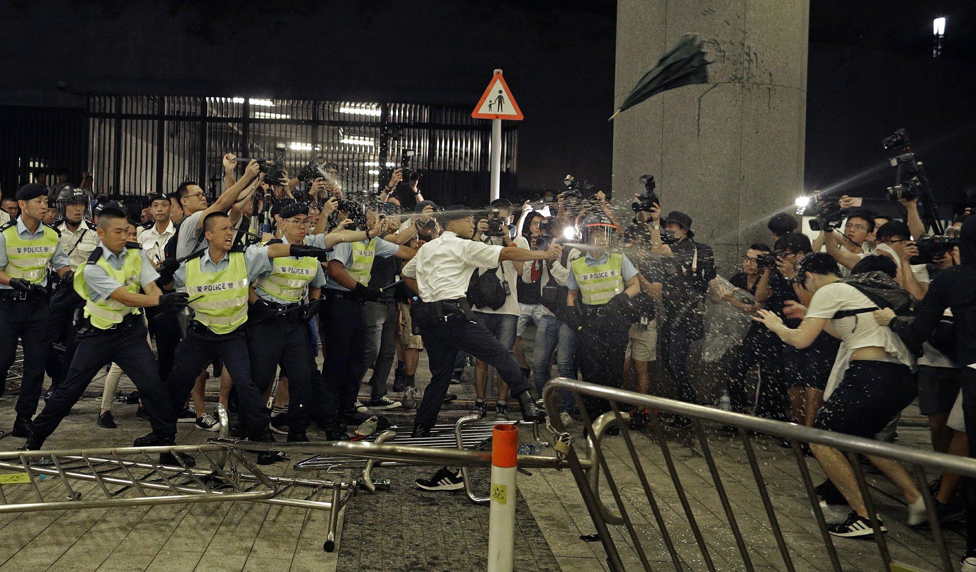 Extradition bill pushes Hong Kong to a political crisis