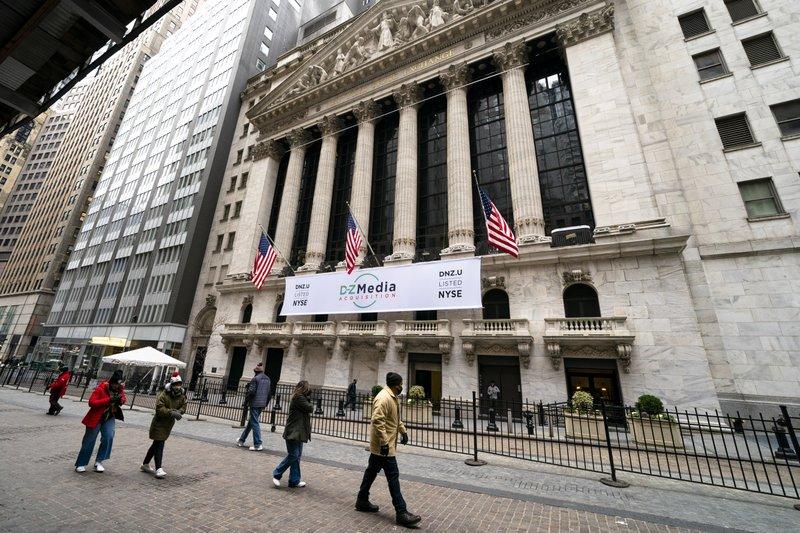 GameStop's stock soars again; Wall Street bends under the pressure