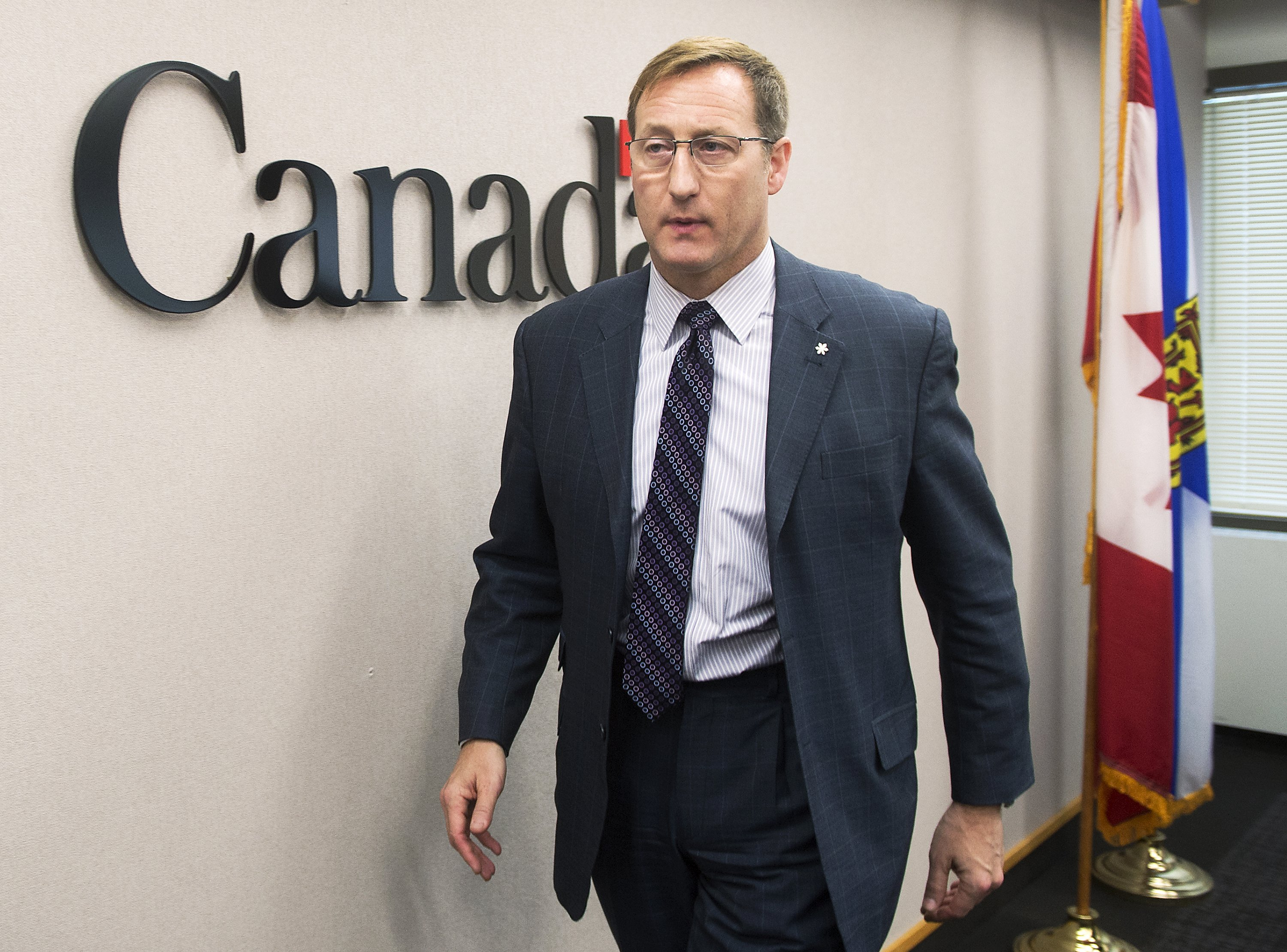 Peter MacKay begins bid to lead Canada's Conservative party