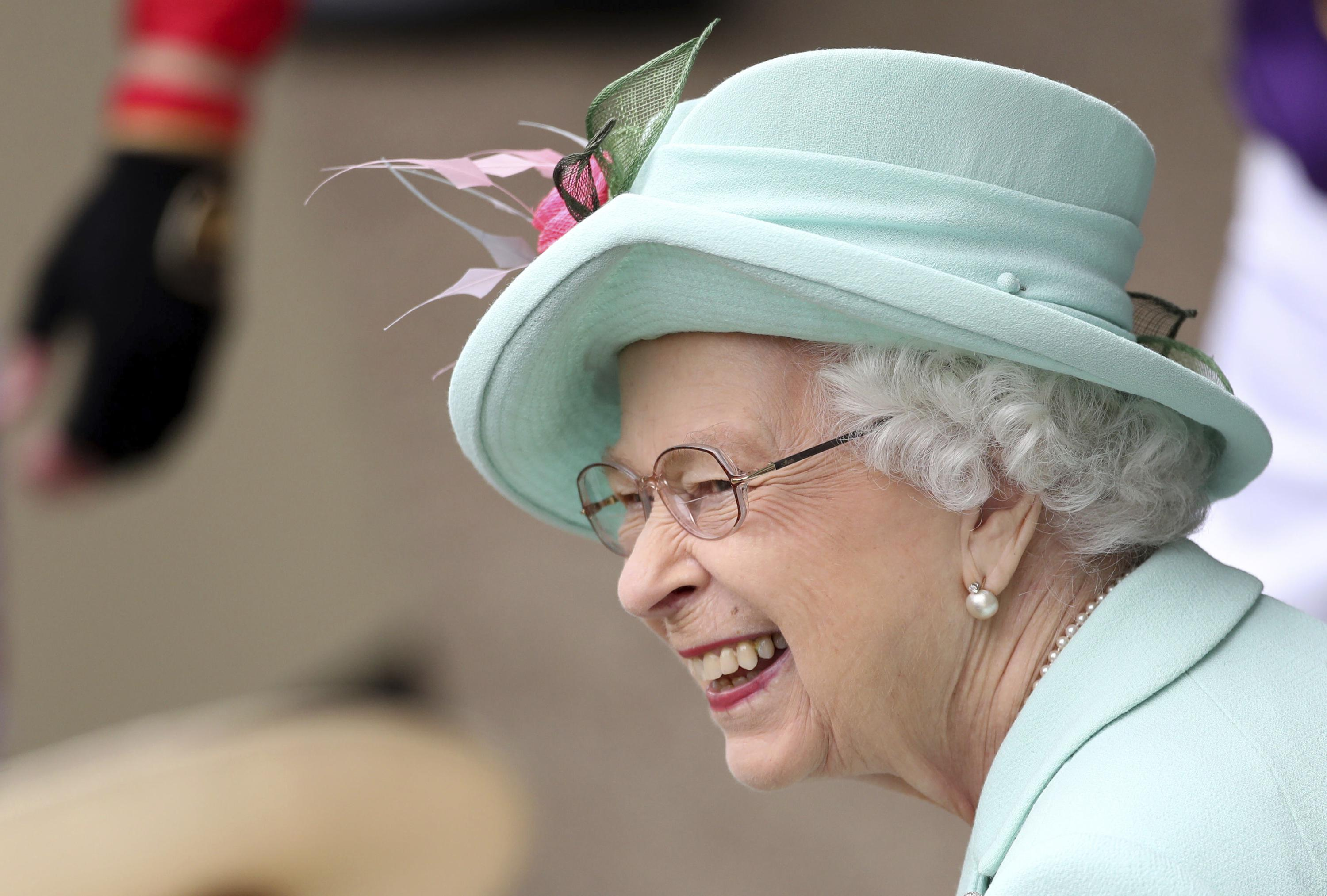 Queen beams as she returns to Ascot after COVID-19 hiatus