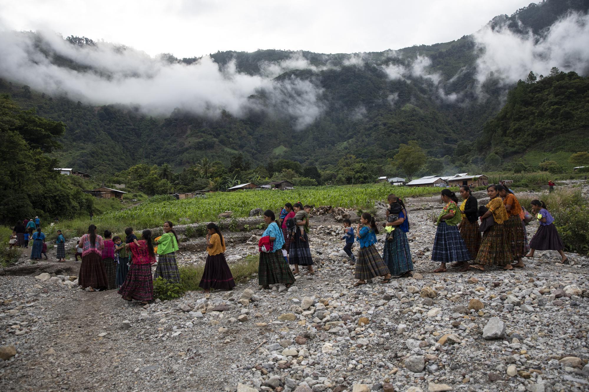 Survivors of Guatemalan Mudslide Face Death or Emigration