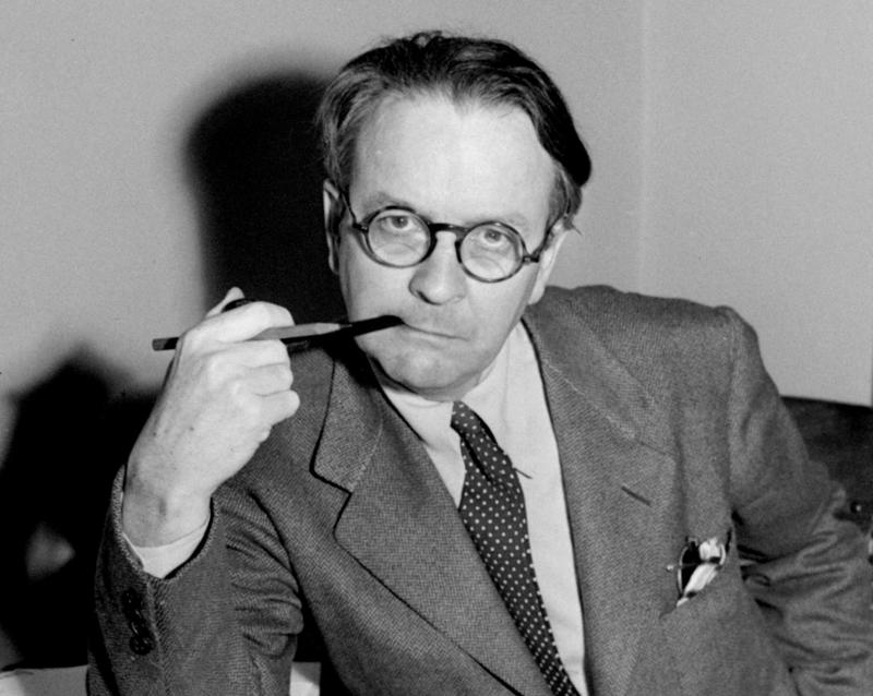 Fictional writer Raymond Chandler's essay includes writing, office tips