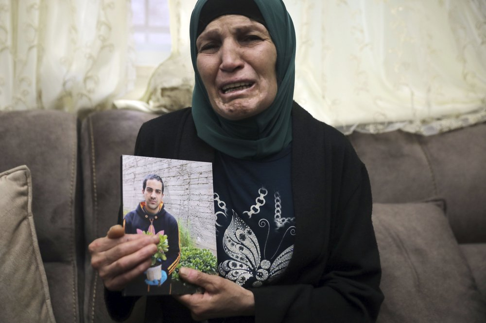 Israel's defense minister apologizes for the Israeli police's deadly shooting of an unarmed autistic Palestinian man