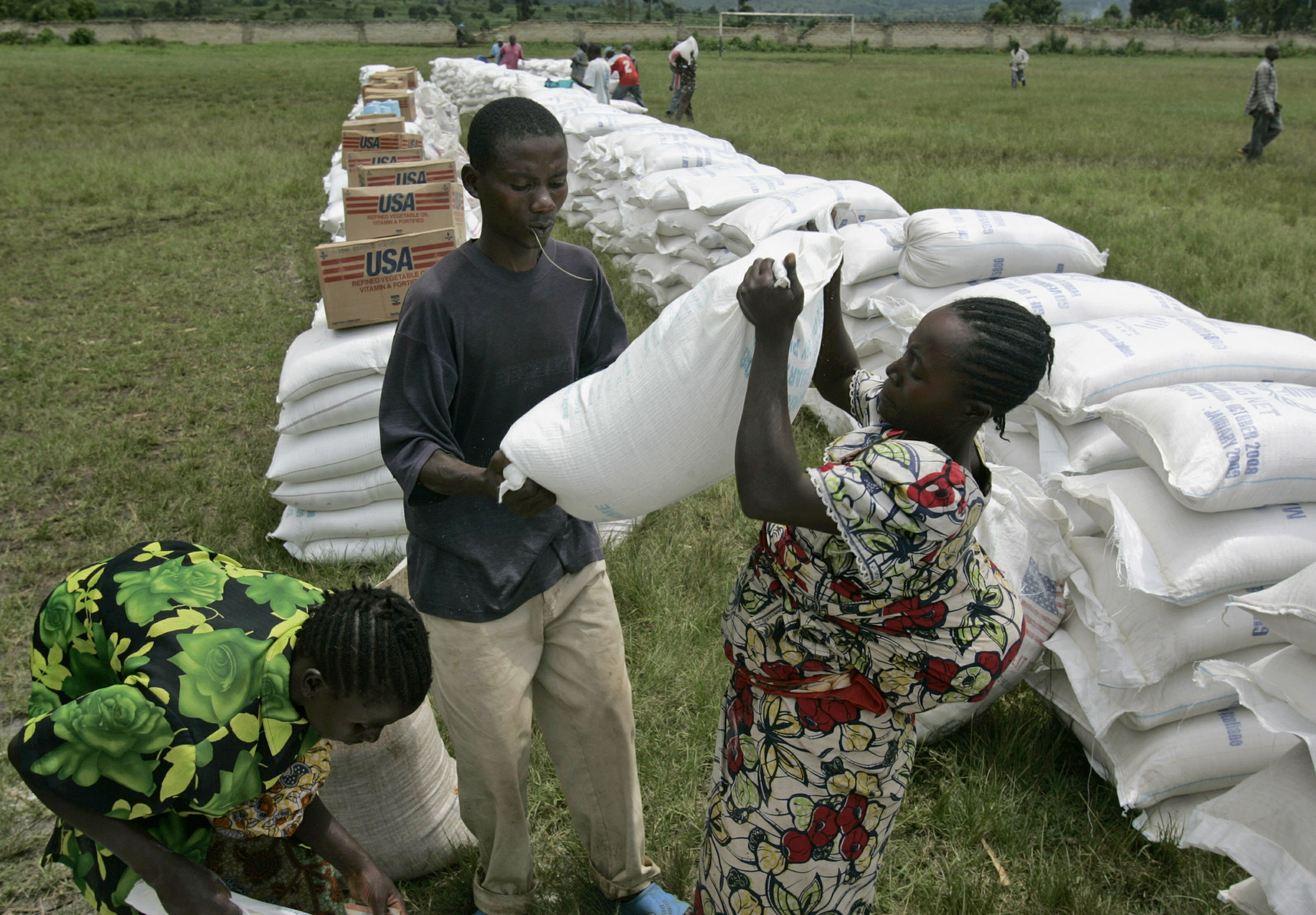 UN food chief urges rich to help keep millions from starving thumbnail