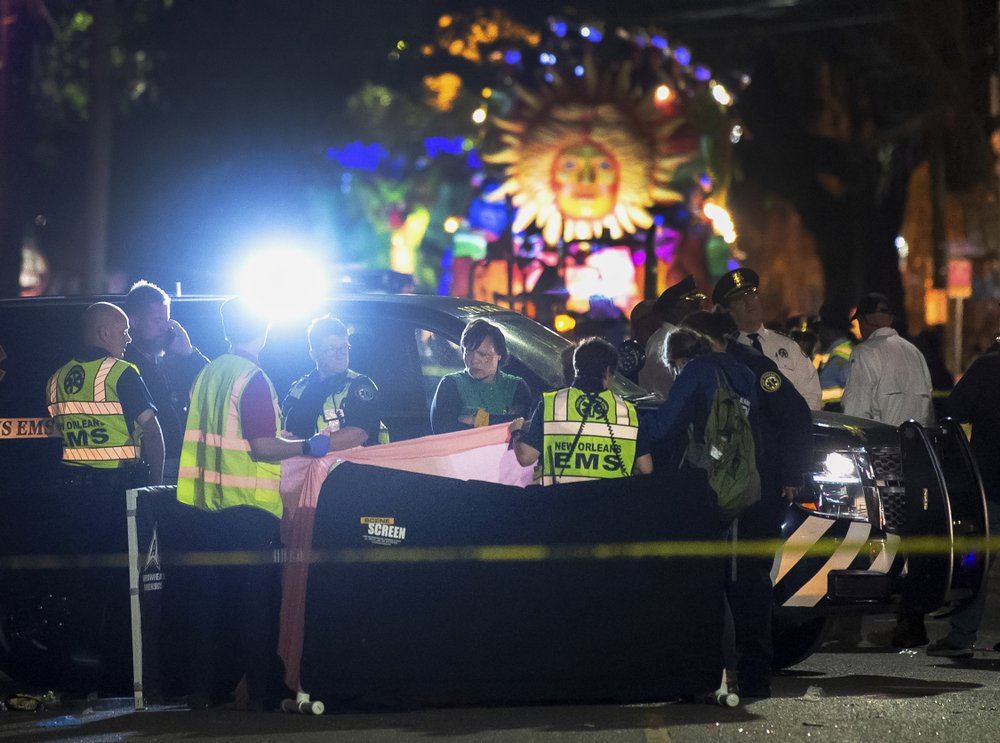 Woman struck and killed by Mardi Gras float during parade