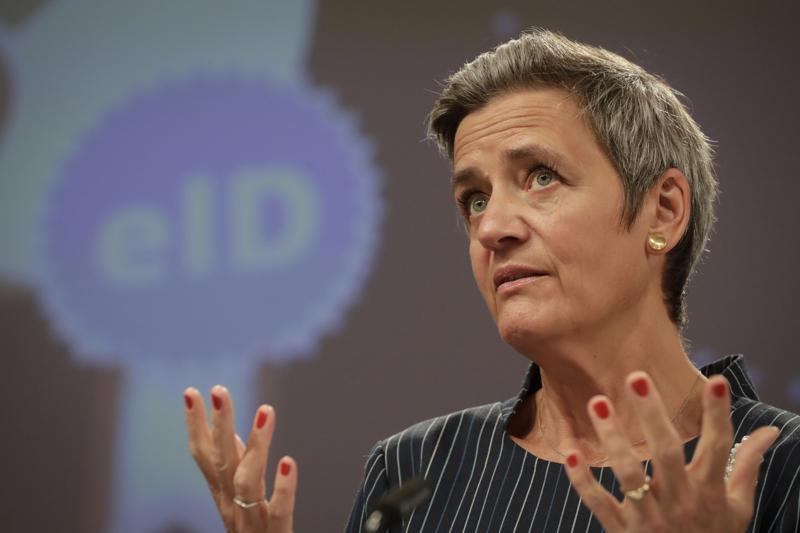 Margrethe Vestager, responsable de temas digitales de la Comisión Europea, da una conferencia de prensa en la sede de la UE en Bruselas, el 3 de junio de 2021. (Stephanie Lecocq, Pool vía AP)