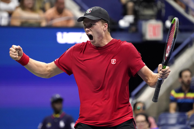Djokovic extends Slam bid; 1st time no US players in Open QF - Associated Press