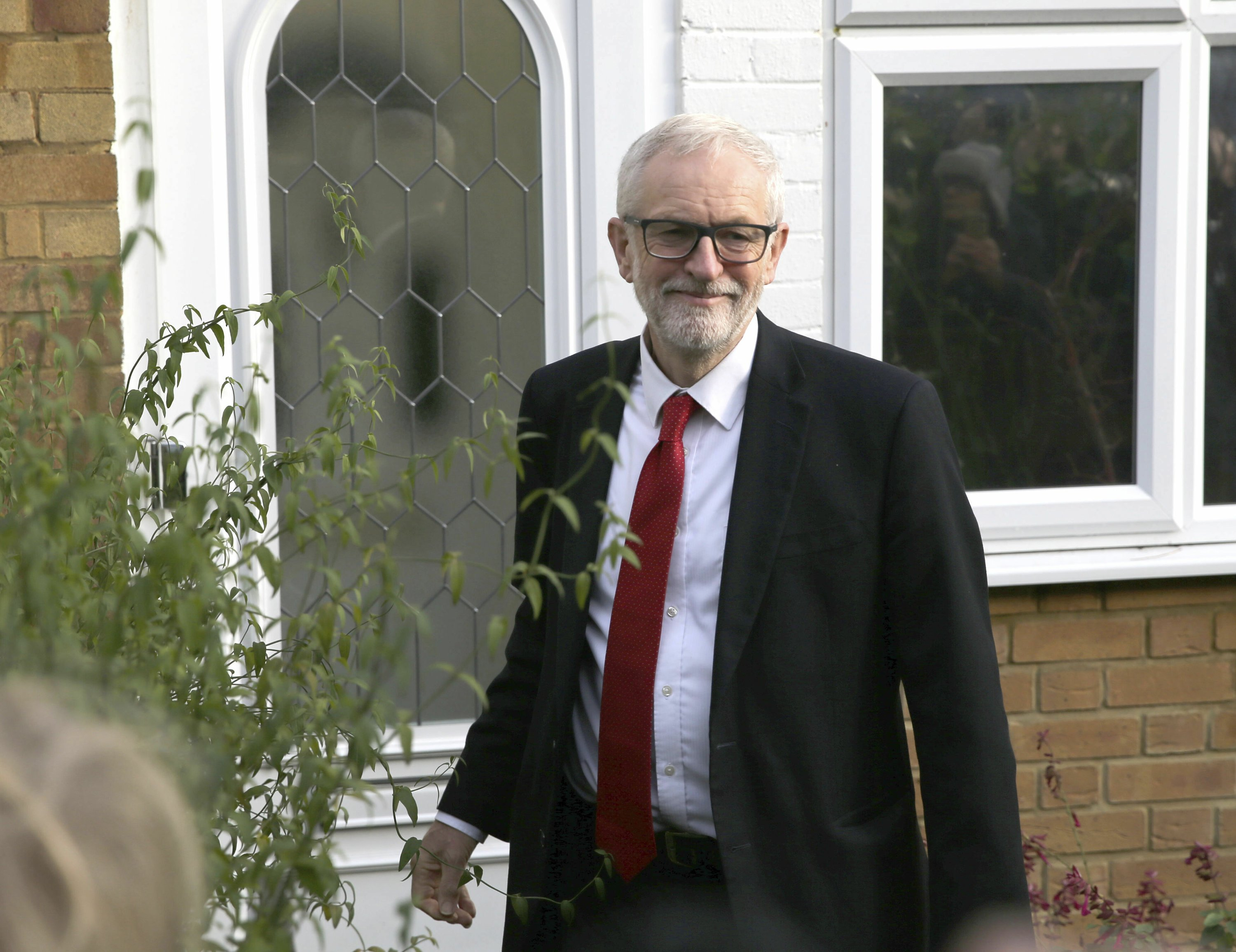 Losing Grimsby: Working-class towns desert UK's Labour Party