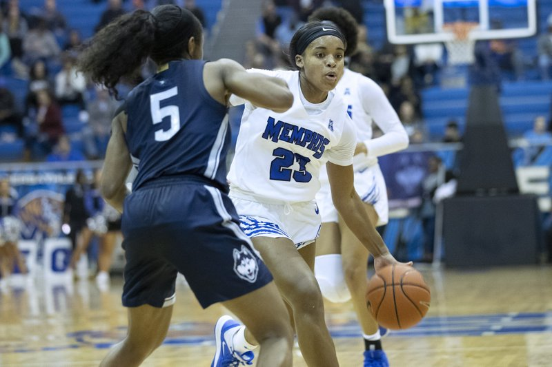 No 4 Uconn Uses Late Run To Pull Away From Memphis
