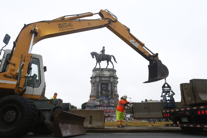 Seeking to block the removal of a statue of Confederate Gen. Robert E. Lee, a group of property owners dropped one lawsuit only to file another