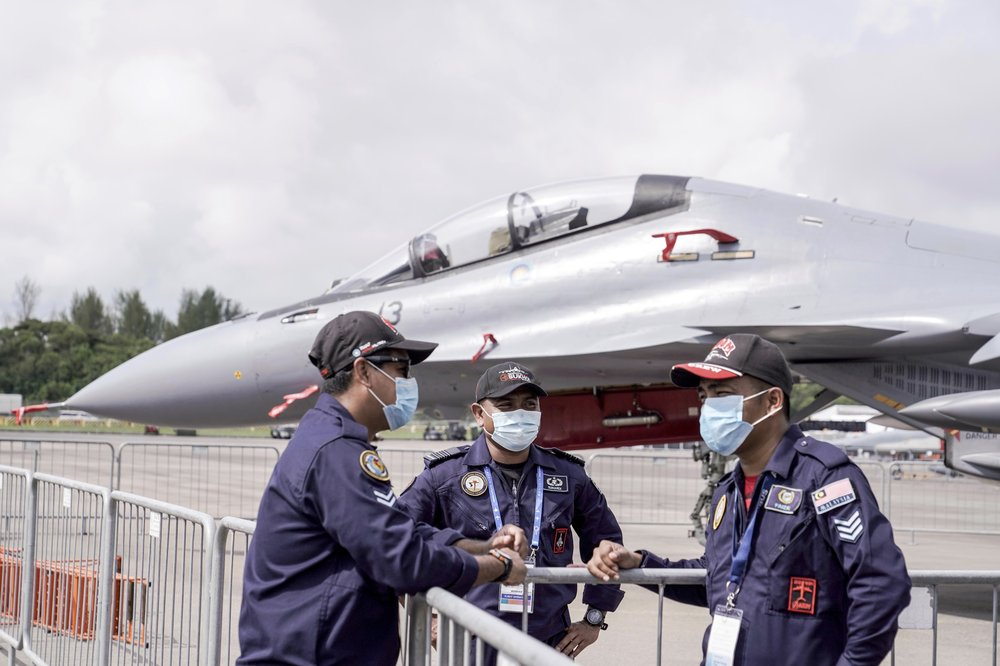 Elbow bumps and bows: Singapore air show opens despite virus